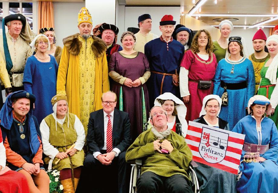 Mittelalterliche verkleidete Personengruppe